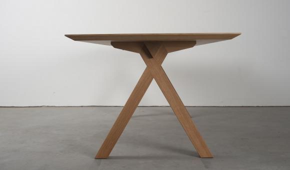 Crossing Table (c) Benoît Deneufbourg