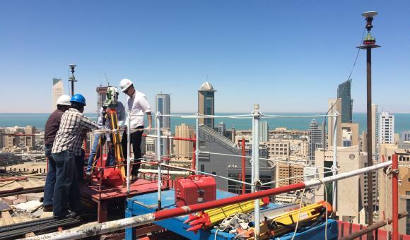Sur le sommet de la nouvelle tour NBK au Koweit