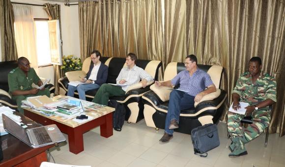 La délégation de la DGD en entretien avec la Coordination Nationale de l'IGMVSS, en présence de l'Administrateur des Programmes de l'APEFE