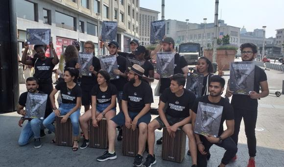 """Le parcours de la marche dans le cadre du projet """"Citoyens d'Europe"""" était agrémenté de happenings pour partager les messages via des formes artistiques (c) FMJ"""