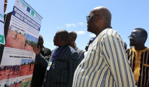 Visite du stand de l'IGMVSS par le Président du Faso Roch Marc Christian KABORE