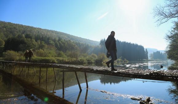 Le Pont des Claies, sur la Semois, est le dernier représentant du genre dans la vallée