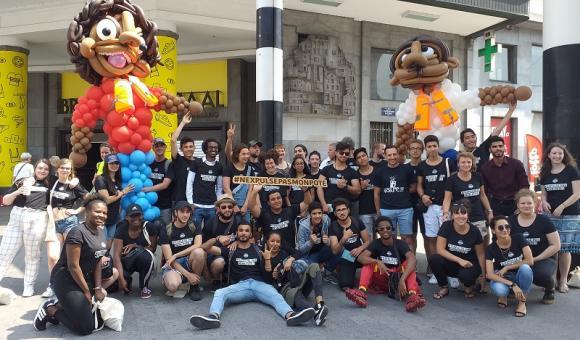 """Dans le cadre du projet """"Citoyens d'Europe"""", les jeunes ont organisé une marche à Bruxelles pour l'accueil et la justice migratoire (c) FMJ"""
